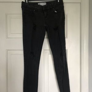 RSQ LOW IBIZA SKINNY BLACK DISTRESSED ANKLE JEANS